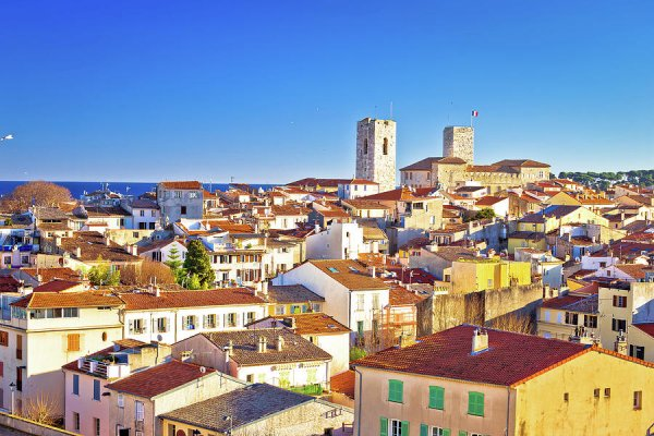 Old town of Antibes one bedroom apartment for long term rent
