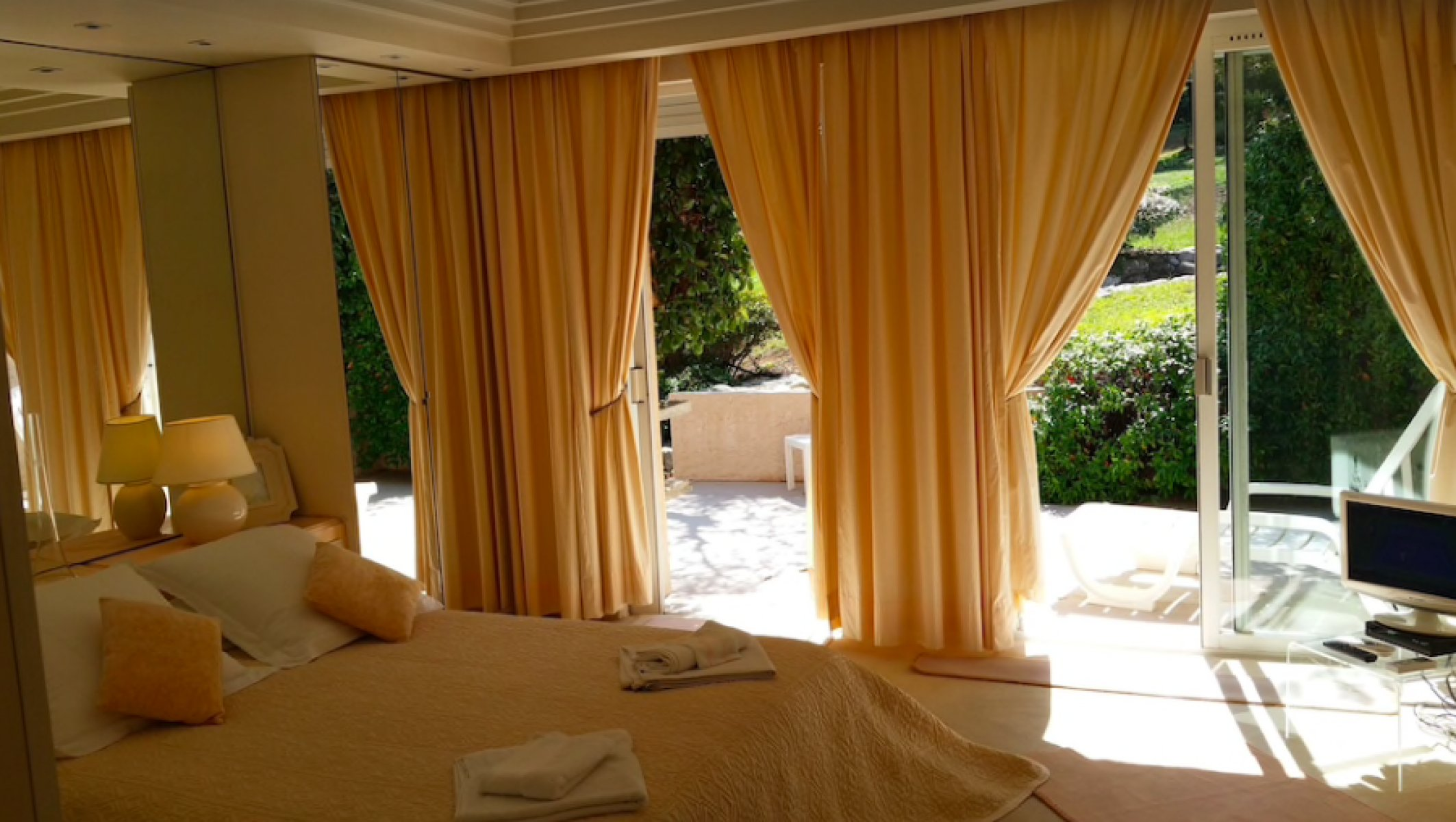 10 bedroom Villa with pool and tennis court for long term rent in Mougins