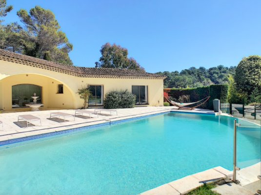 Luxurious villa in exclusive residential domain in Mougins, France