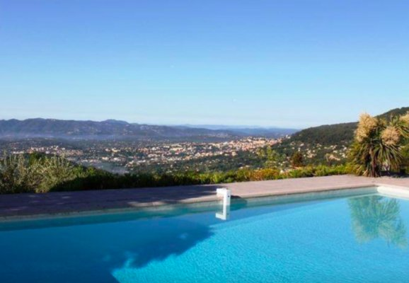 Rent Contemporary house with sea views close to the beach in Vallauris, France