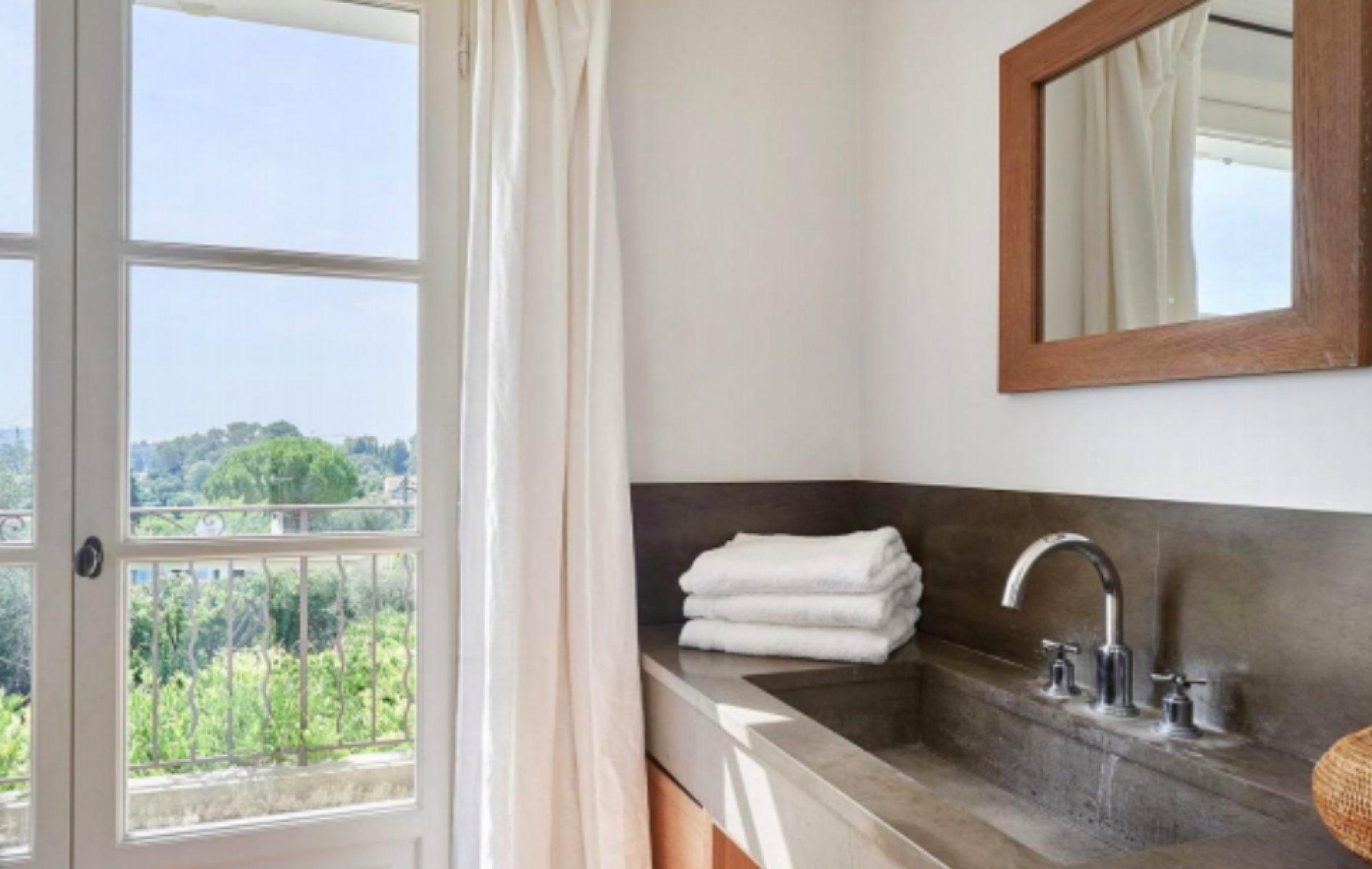 Rent High standing villa in Mougins close to International Mougins school and tennis club