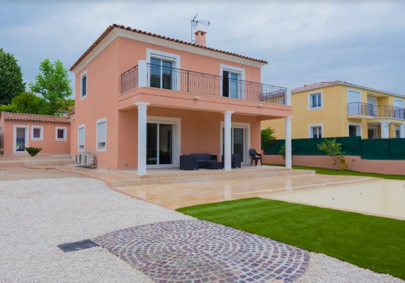 Modern villa with swimming pool in Villeneuve-Loubet for long term rent