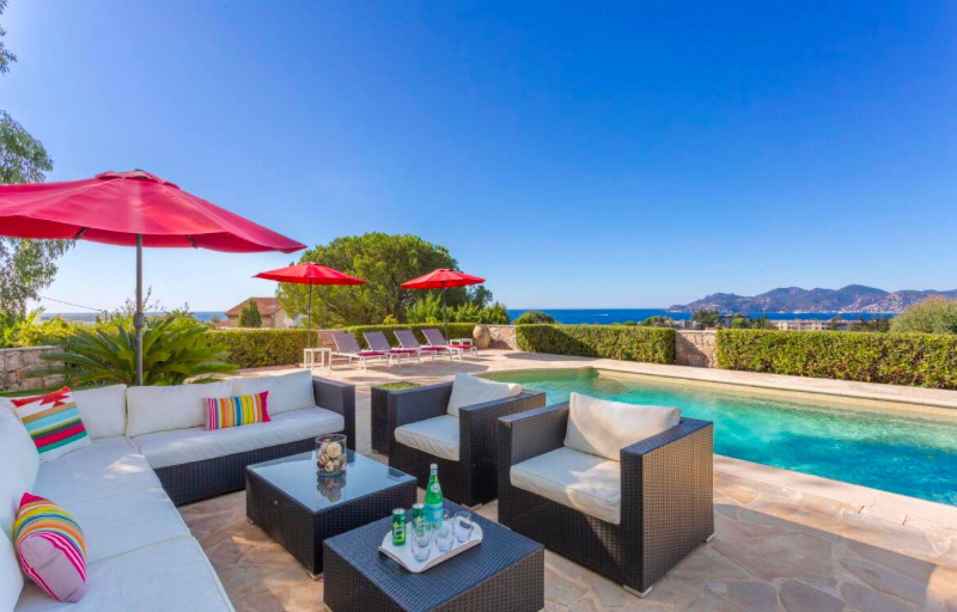 Contemporary villa in Cannes with amazing views for long term rent