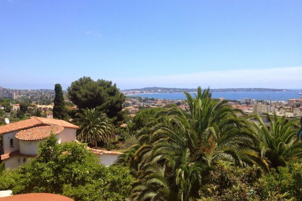 Charming villa for long term let and monthly let with water tower in Vallauris, France