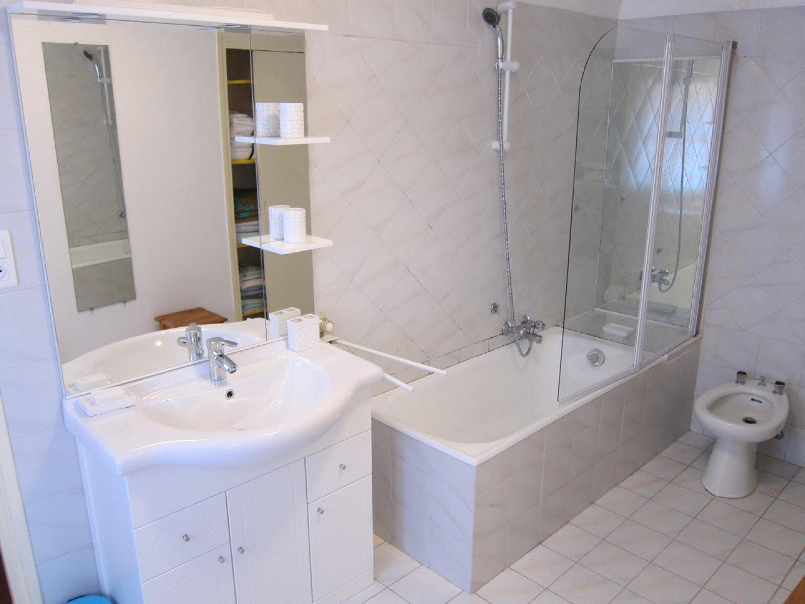 Сдается в долгосрочную аренду виллы 140m² в Грасс лазурный берег 906256
