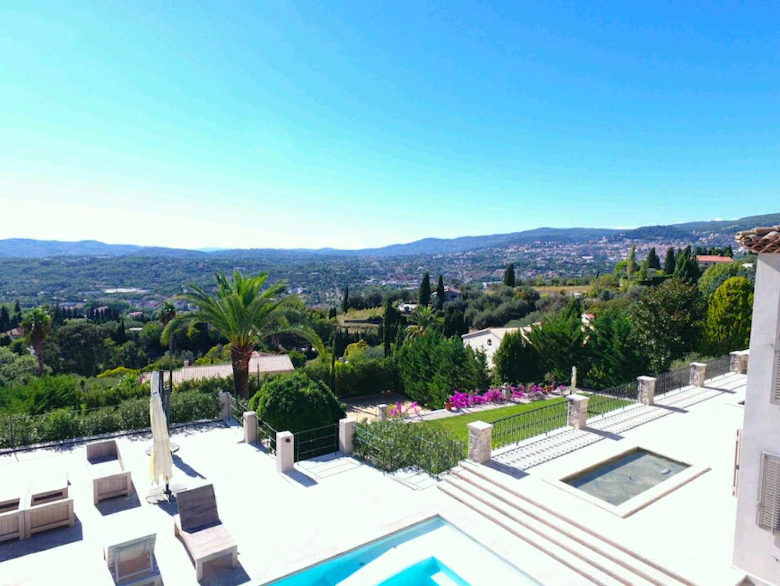 Exclusive villa with amazing view, tennis court and heated pool, walking distance to the village for long term rent