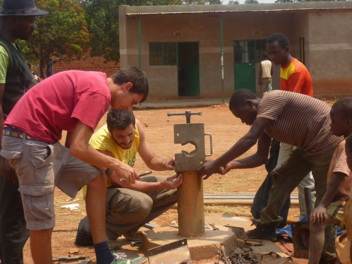 Reparation and maintenance on the water well realized by AMKA for the village of Kanyaka