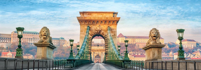 Pont des Chaînes Széchenyi lánchíd traversant le Danuble à Budapest en Hongrie