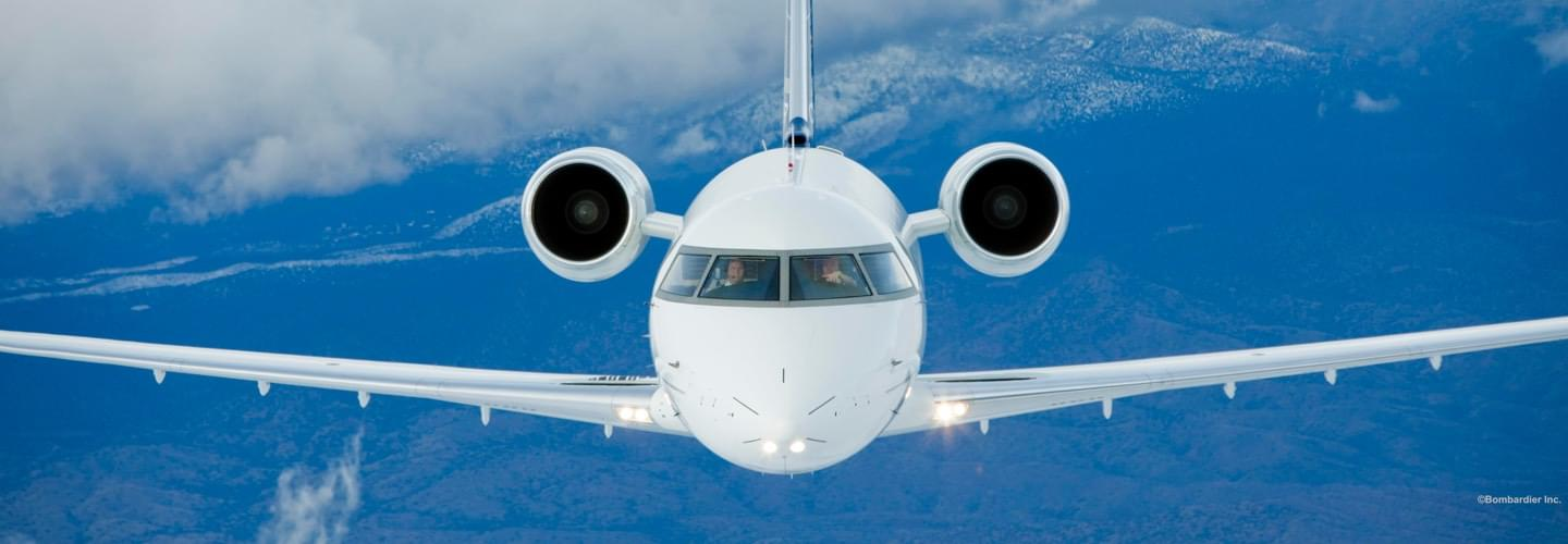 Large Business Jet Bombardier Challenger 604 to charter with LunaJets, transcontinental, Corporate jet,extra-wide cabin, comfort, atmosphere