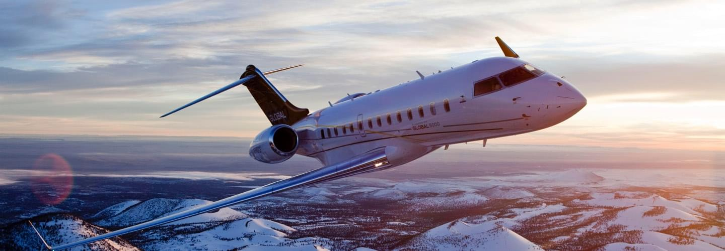 Super Large Jet Bombardier Global 5000 private jet charter with LunaJets, short-haul, long-haul, space, comfort, speed, intercontinental flights