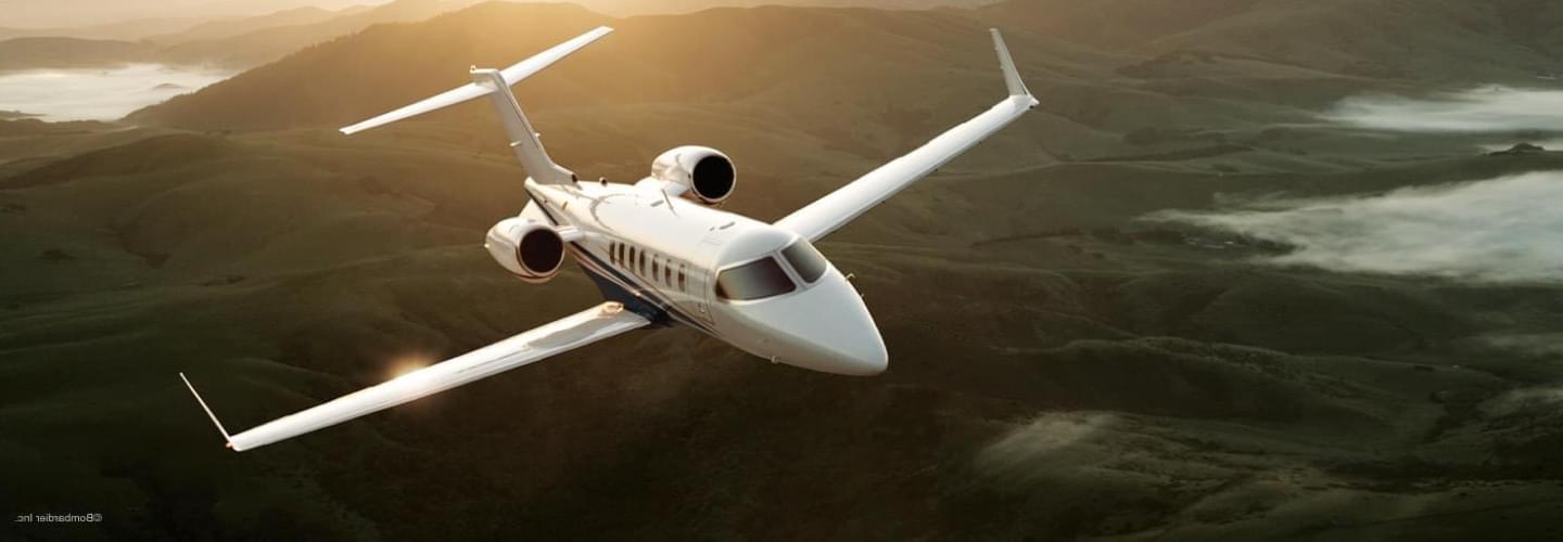 Light Jet Bombardier Learjet 40XR to charter with LunaJets, short-haul travel, light jet, spacious, comfort and performace