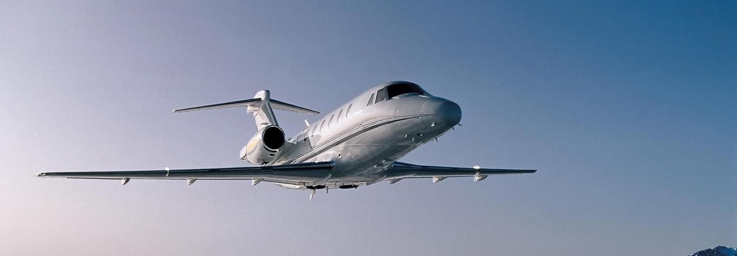 Midsize Jet Cessna Citation VII to charter for private intercontinental flights with LunaJets, travel comfortable and luxurious