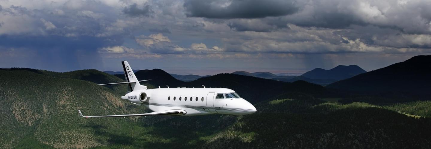 Midsize Jet Gulfstream G200 to charter for private aviation flights with LunaJets  for medium-haul journeys, combining performance and comfort