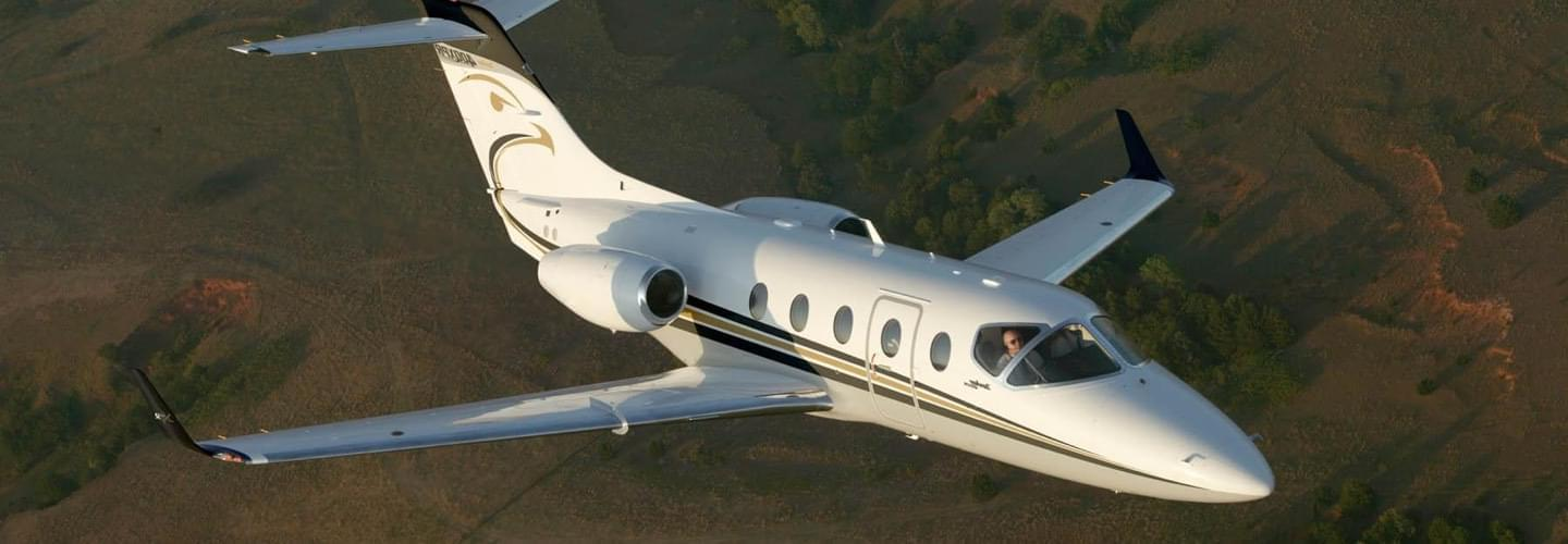 Light Jet Hawker Beechcraft 400XP to charter for private aviation with LunaJets, maximum cruise speed and fuel efficiency on intra-European flights