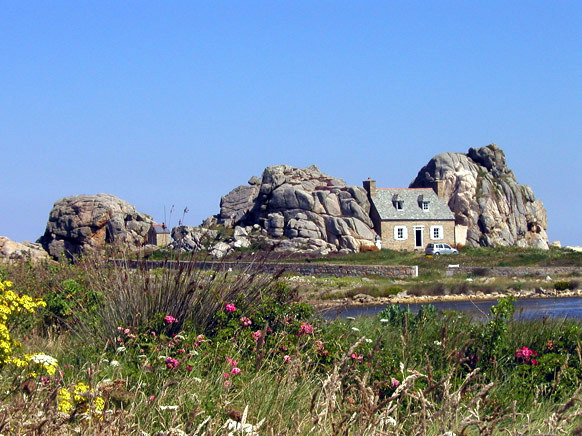 house between rocks france facts