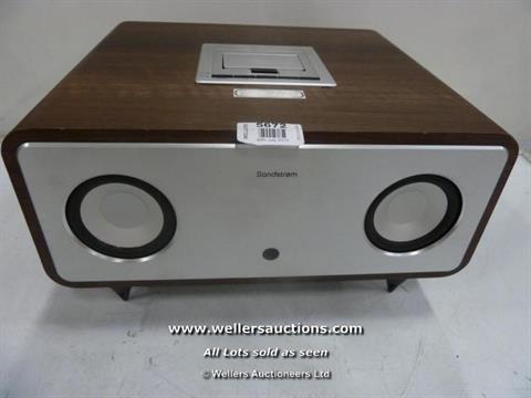 Sandstrom 2.1 Bluetooth wireless speaker system with docking