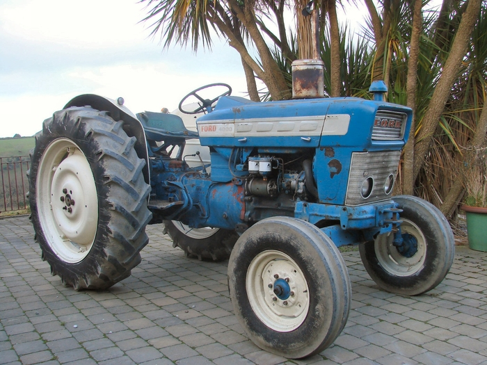 Ford 4000 Diesel Tractor : Withdrawn fromsale ford pre force cylinder