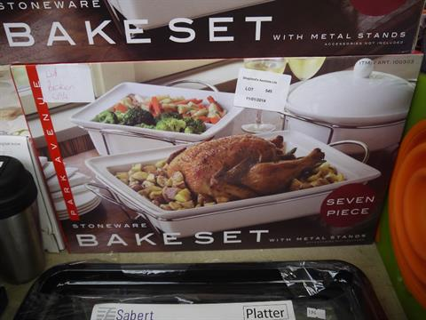 Park Avenue 7 Piece Stoneware Bake Set With Metal Stand Boxed New
