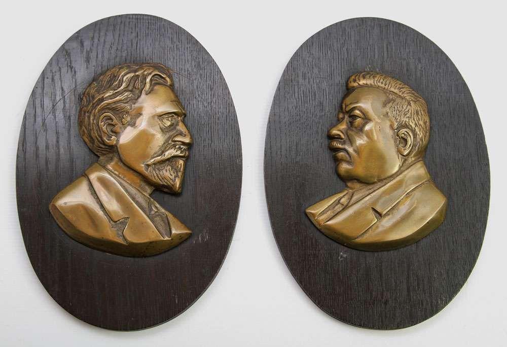 2 reliefs mit seltenheitswert von friedrich ebert reichspr sident und august bebel begr nder de. Black Bedroom Furniture Sets. Home Design Ideas