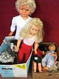 Two large vinyl dolls and various others (two boxes)