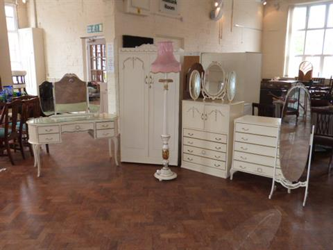 best sneakers 083b1 d7a30 Cream/gilt bedroom furniture to include: wardrobe; dressing ...