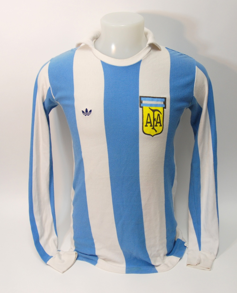 Lot 231 - A blue and white Argentina International shirt No.10, with crew-neck collar and printed badge AFA,