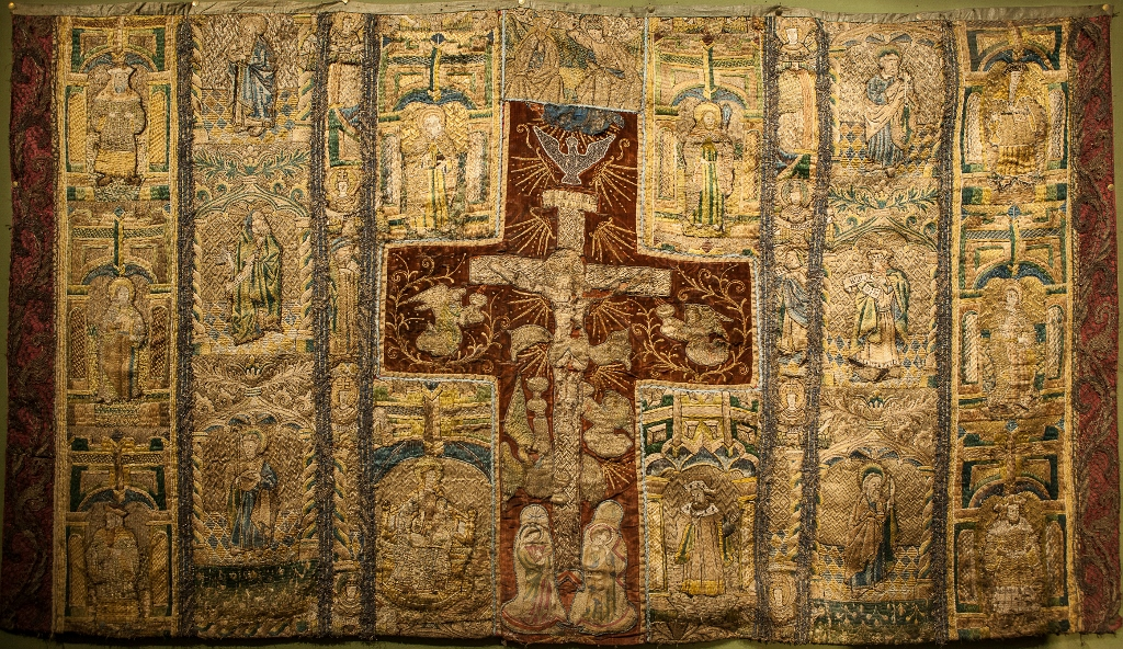 ***PLEASE NOTE INTERNET BIDDING WILL NOT BE AVAILABLE ON THIS LOT***An Altar frontal made up of