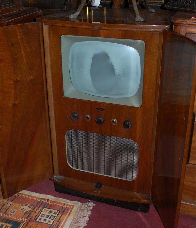 Lot 878   A 1950s Walnut Double Door Bowfront Integral TV Cabinet, Housing  A Bush