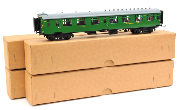 Lot 332 - 4 D. Lawrence created Bulleid Southern Railway corridor coaches. Restaurant Car RN 7687, 1st/3rd