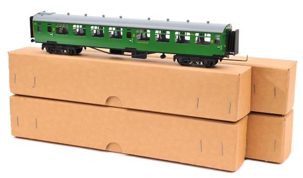 Lot 333 - 4 D. Lawrence created Bulleid Southern Railway corridor coaches. Restaurant car RN 7891, 3rd class