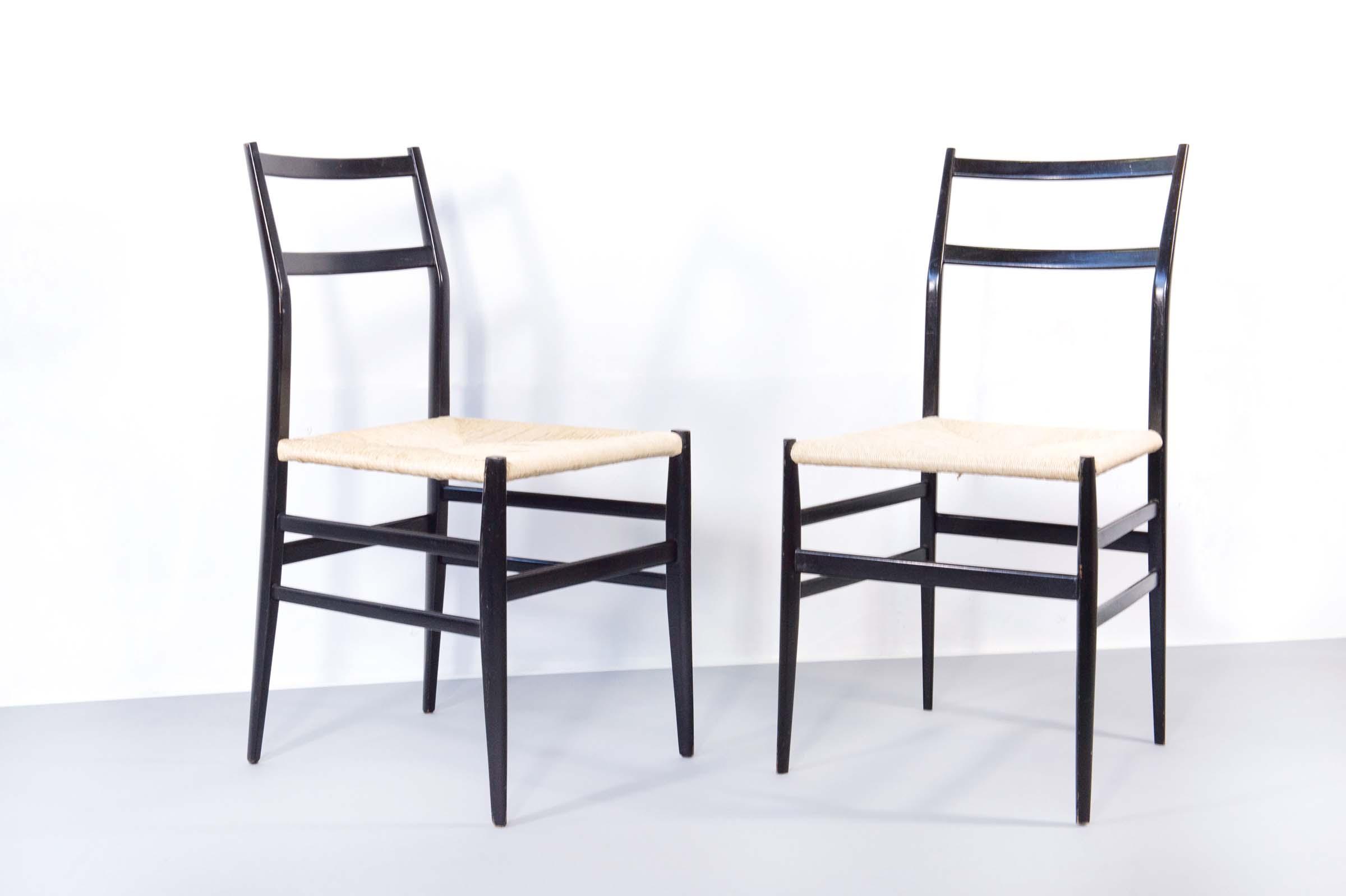 Gio ponti superleggera due sedie in frassino laccato e - Sedia leggera gio ponti ...