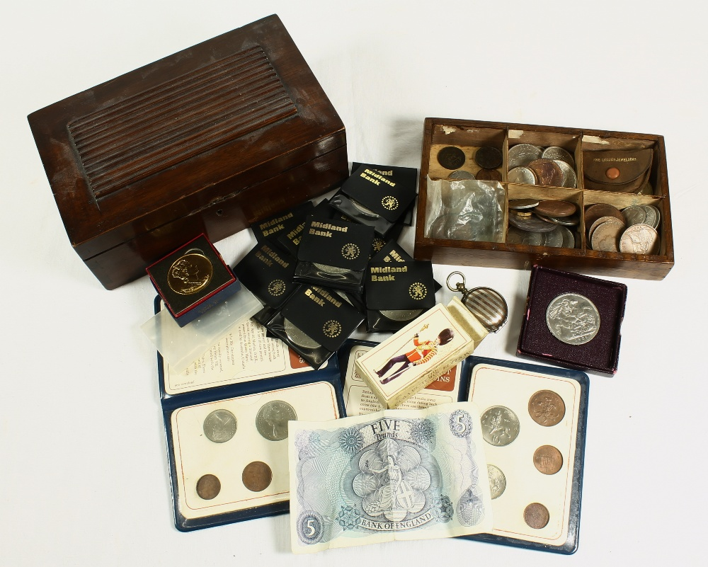 Lot 444 - United Kingdom Victoria (1837-1901) crown 1890 F, 13 modern crowns, two 2 pound coins 1986 and