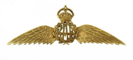 15ct gold British military brooch with RAF wings insignia stamped
