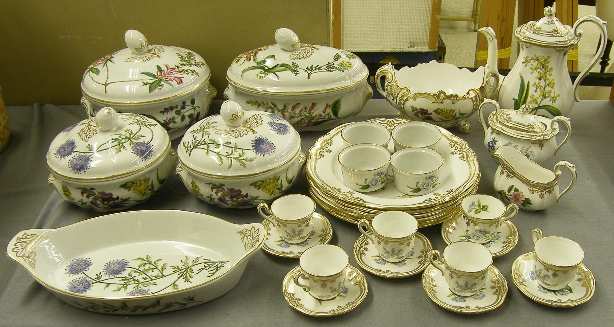Lotto 1631 - Extensive Spode `Stafford Flowers` tea and dinner service comprising complete & Extensive Spode `Stafford Flowers` tea and dinner service ...