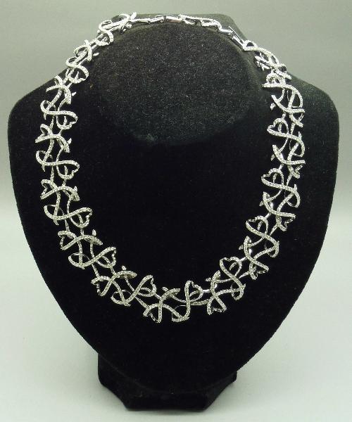9e299139a7f097 Lot 818 - A rhodium plated Swarovski lightness necklace collar