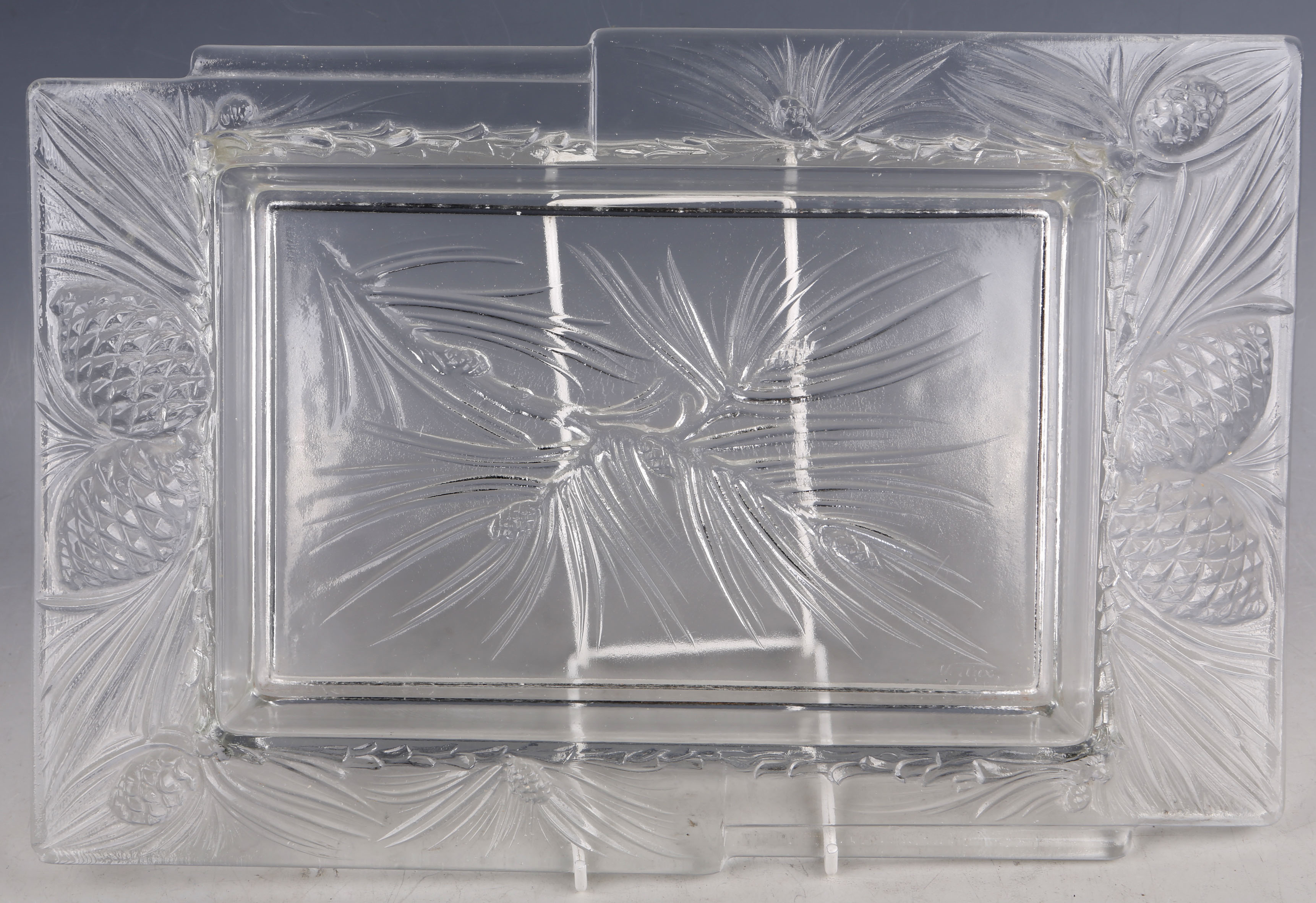 """Lotto 241 - A 1950s French rectangular glass dish by """"Verlux""""."""