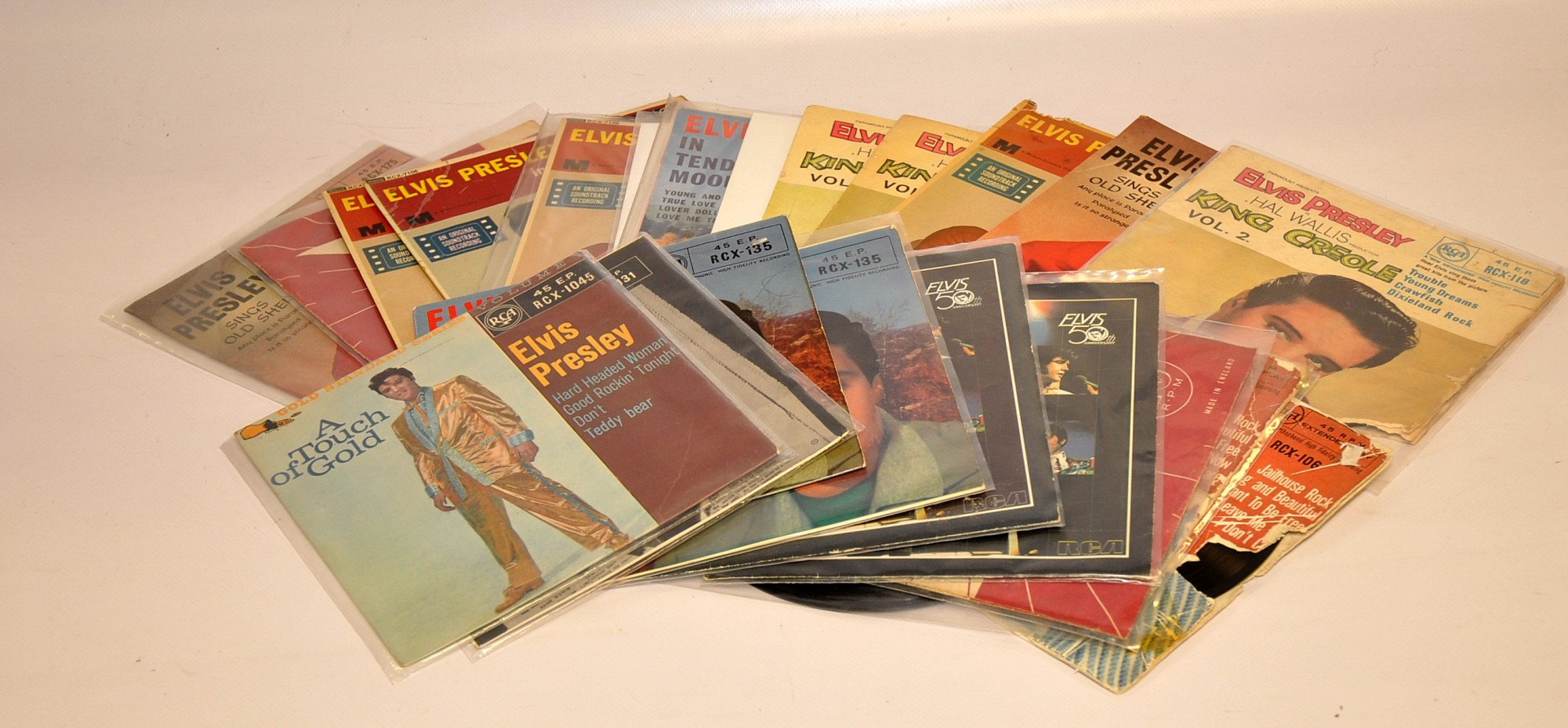 Lot 18 - QUANTITY OF ELVIS EPS EARLY ISSUES