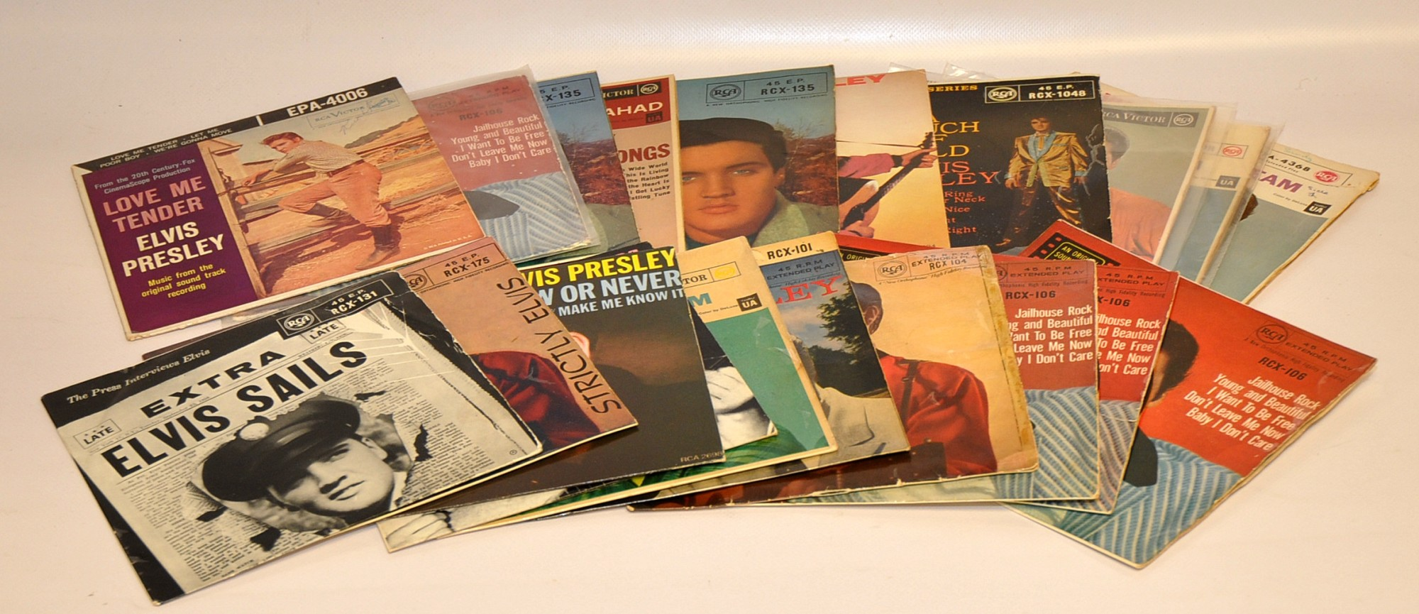 Lot 21 - QUANTITY OF ELVIS EPS VARIOUS ISSUES