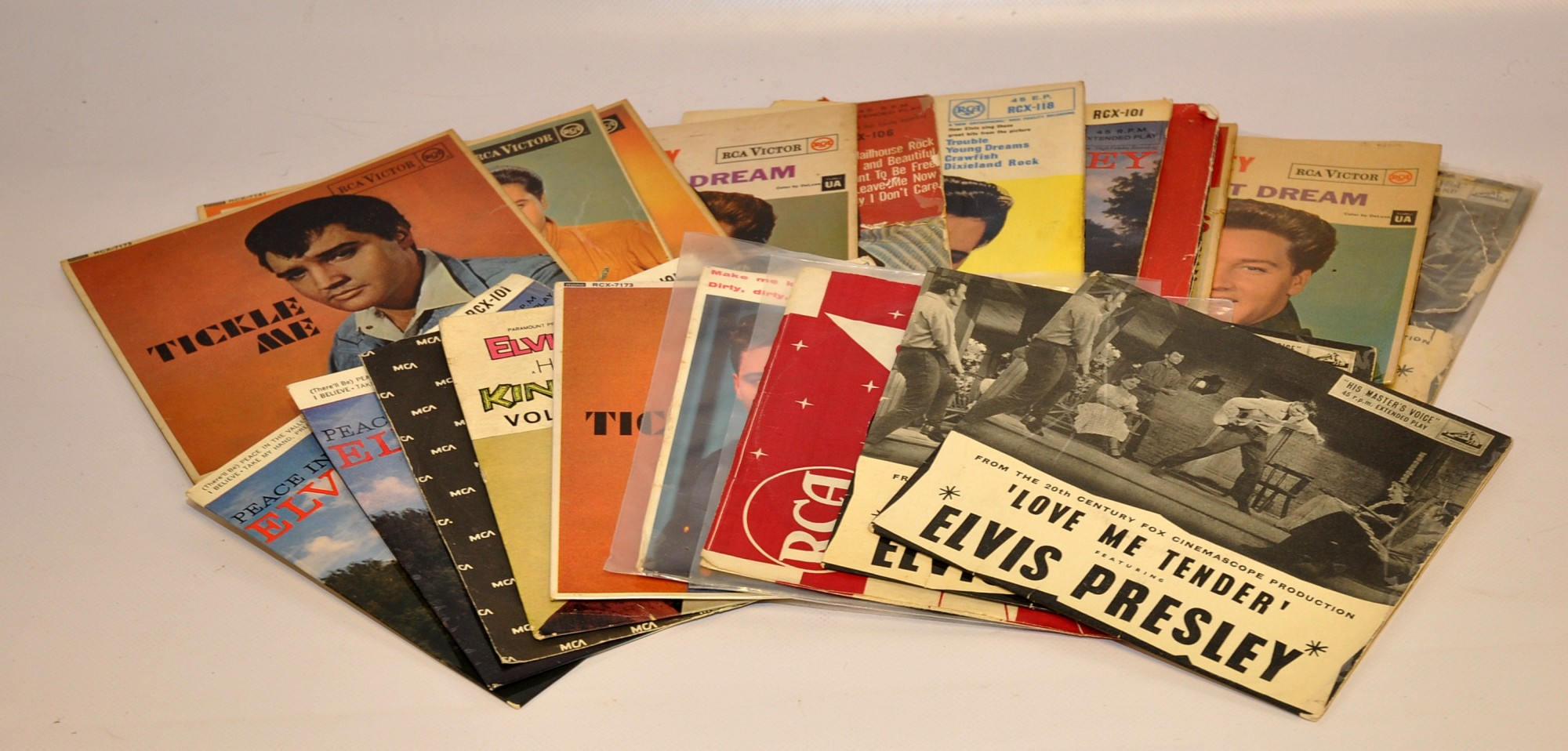 Lot 22 - QUANTITY OF ELVIS EPS EARLY ISSUES