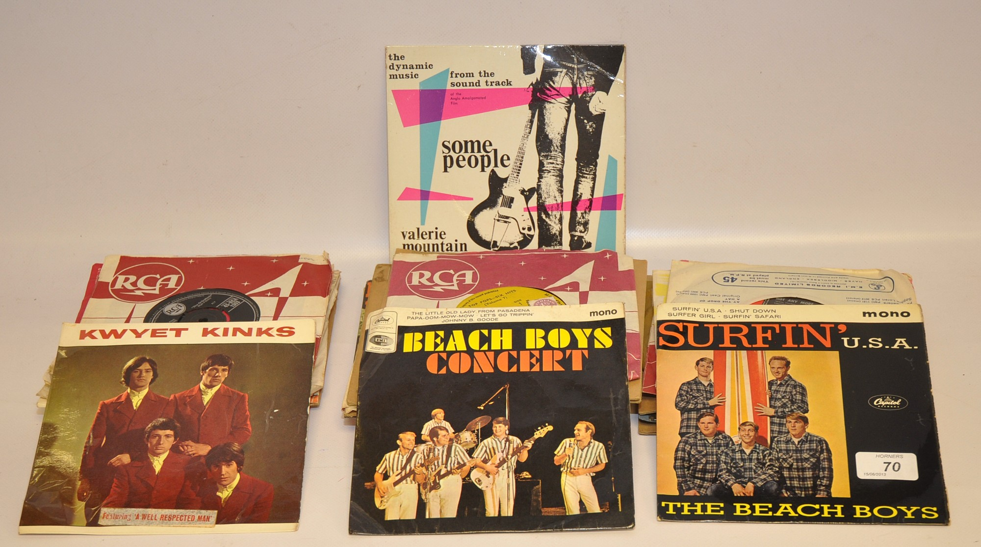 "Lot 70 - THREE EP`S KINKS - ""KWYET KINKS"" ""BEACH BOYS CONCERT"" AND ""SURFIN USA"" PLUS QTY OF SIXTIES SINGLES"