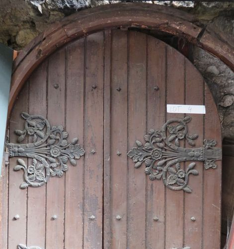 Porte plein cintre double battants en bois peint et - Porte bois et fer forge ...