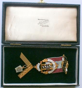 A 9ct gold and enamel Masonic Elias De Derham Mark Lodge No 443