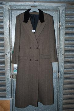 An Austin Reed Ladies Full Length Herringbone Tweed Coat Size 12