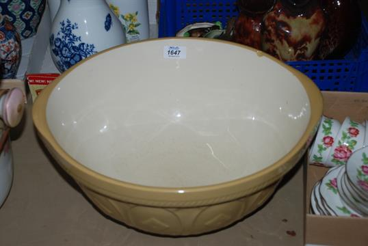 A large T.G. Green Ltd. grip stand Mixing Bowl, 15\