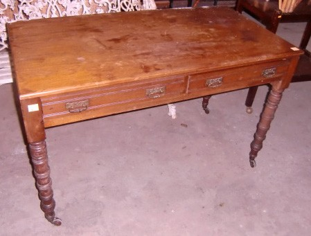 An Edwardian walnut Side Table, with two frieze drawers, on turned legs. (1)