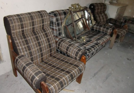 Lot 25 - An upholstered three piece Suite, (as is.). (3)