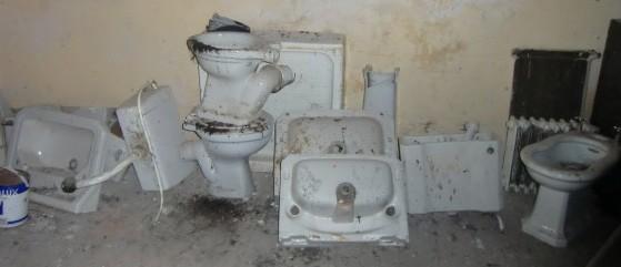 Lot 32 - A quantity of Sanitary Ware Basins, Toilets, Bidet's, etc. (a lot)