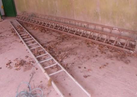Lot 38 - A very good 20' x 20' extending wooden Ladder. (1)