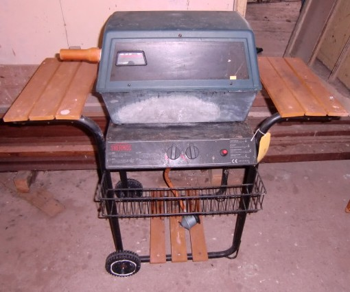 Lot 8 - A Thermos Gas Barbecue, on wheels. (1) Also includes:  Four modern folding reclining Sun Chairs,