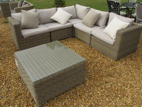 A Bramblecrest Cotswold Sofa Set Three Corner Sofas Two Middle